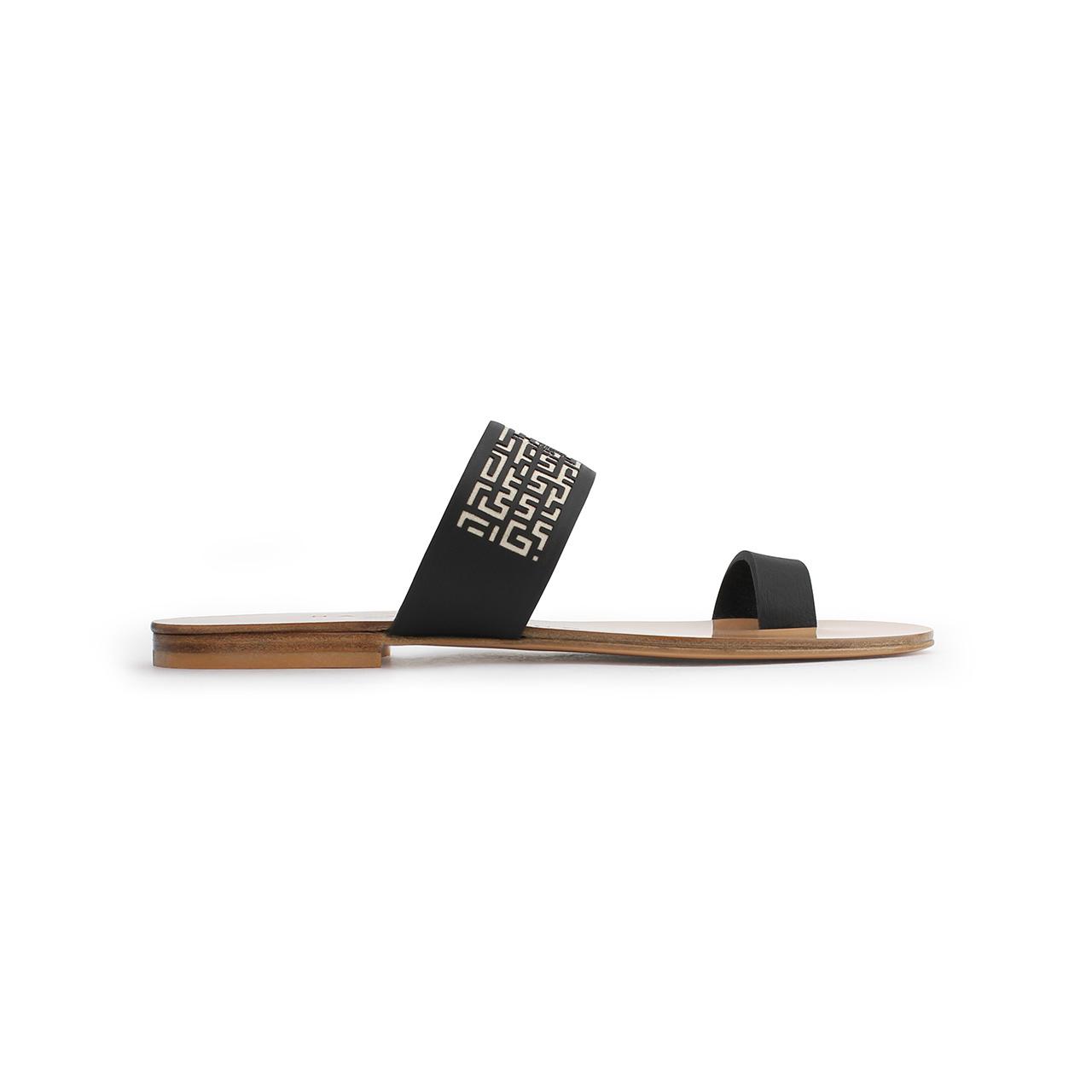 Xeneta Toe Ring Sandals Black Main